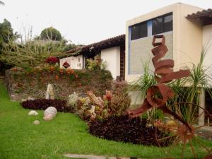 Casa En Venta En Caracas, La Lagunita Country Club, Venezuela, VE RAH: 17-5865