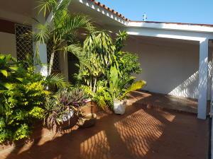 Casa En Venta En Ciudad Ojeda, Andres Bello, Venezuela, VE RAH: 17-5888