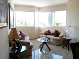 Apartamento En Venta En Maracaibo, La Lago, Venezuela, VE RAH: 17-5889