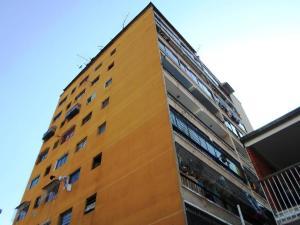 Apartamento En Venta En Los Teques, Municipio Guaicaipuro, Venezuela, VE RAH: 17-5896