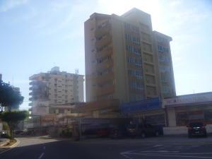 Apartamento En Venta En Maracaibo, Avenida Bella Vista, Venezuela, VE RAH: 17-5915