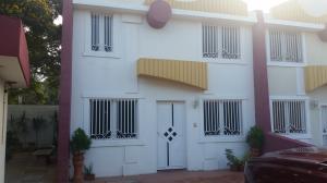 Townhouse En Venta En Maracaibo, Club Hipico, Venezuela, VE RAH: 17-5926