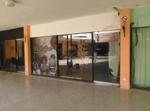 Local Comercial En Alquiler En Punto Fijo, Judibana, Venezuela, VE RAH: 17-5943