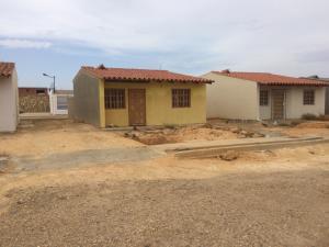 Casa En Venta En Punto Fijo, Puerta Maraven, Venezuela, VE RAH: 17-5968