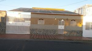 Casa En Ventaen Punto Fijo, Santa Irene, Venezuela, VE RAH: 17-5990