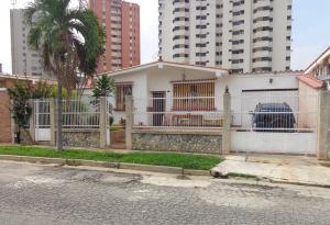Casa En Venta En Valencia, Trigal Norte, Venezuela, VE RAH: 17-5992