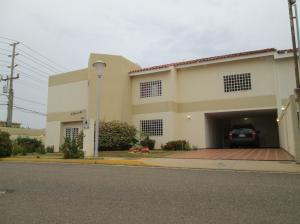 Townhouse En Venta En Maracaibo, Doral Norte, Venezuela, VE RAH: 17-6013