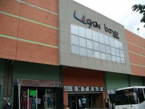 Local Comercial En Ventaen Valencia, Avenida Lara, Venezuela, VE RAH: 17-6034