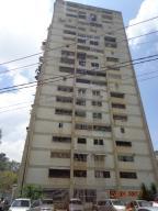 Apartamento En Venta En Caracas, Caricuao, Venezuela, VE RAH: 17-6057