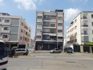 Apartamento En Venta En Caracas, Las Acacias, Venezuela, VE RAH: 17-6075