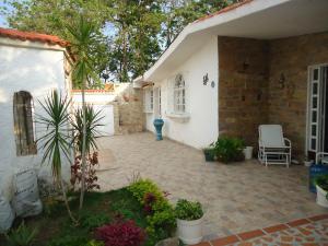 Casa En Venta En Municipio San Diego, La Esmeralda, Venezuela, VE RAH: 17-6130