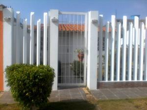 Casa En Venta En Punto Fijo, Puerta Maraven, Venezuela, VE RAH: 17-6131