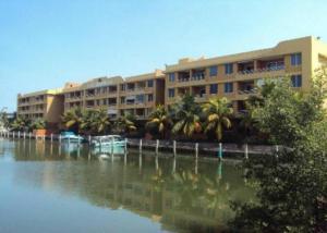 Apartamento En Alquiler En Lecheria, Complejo Turistico El Morro, Venezuela, VE RAH: 17-6134