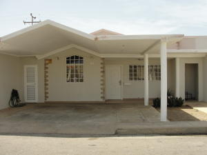 Casa En Venta En Punto Fijo, Casacoima, Venezuela, VE RAH: 17-6373