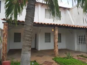 Casa En Venta En Cabimas, Cumana, Venezuela, VE RAH: 17-6297