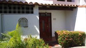 Townhouse En Alquiler En Lecheria, Complejo Turistico El Morro, Venezuela, VE RAH: 17-6322