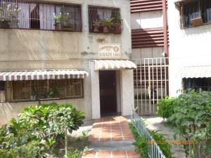Apartamento En Venta En La Victoria, Las Mercedes, Venezuela, VE RAH: 17-6326