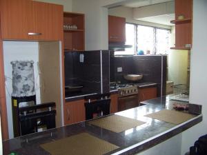 Apartamento En Venta En Municipio San Diego, Monteserino, Venezuela, VE RAH: 17-6392