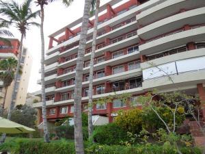 Apartamento En Alquiler En Lecheria, Cerro El Morro, Venezuela, VE RAH: 17-6473