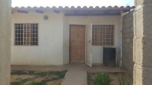Casa En Venta En Punto Fijo, Puerta Maraven, Venezuela, VE RAH: 17-6405