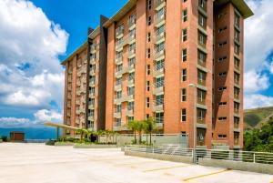 Apartamento En Venta En Caracas, Los Guayabitos, Venezuela, VE RAH: 17-6487