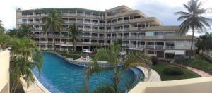 Apartamento En Venta En Lecheria, Complejo Turistico El Morro, Venezuela, VE RAH: 17-6523