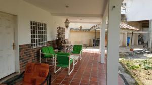 Casa En Venta En Caracas - Colinas de Caicaguana Código FLEX: 17-6574 No.1