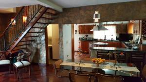 Casa En Venta En Caracas - Colinas de Caicaguana Código FLEX: 17-6574 No.4