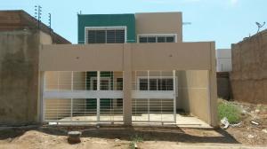 Townhouse En Venta En Maracaibo, Lago Mar Beach, Venezuela, VE RAH: 17-6683