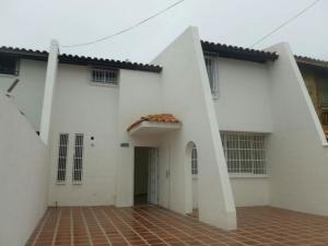 Townhouse En Venta En Maracaibo, Lago Mar Beach, Venezuela, VE RAH: 17-6689