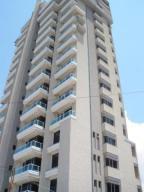 Apartamento En Alquiler En Maracaibo, Avenida El Milagro, Venezuela, VE RAH: 17-6732