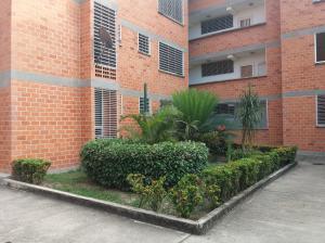Apartamento En Venta En Guacara, Ciudad Alianza, Venezuela, VE RAH: 17-6735