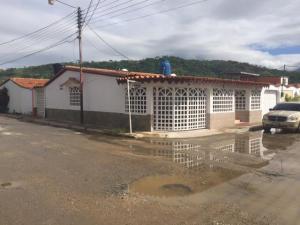 Casa En Venta En Turmero, Villa El Rosal, Venezuela, VE RAH: 17-6741