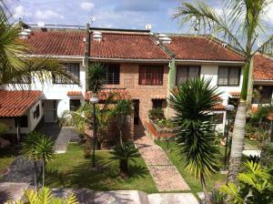 Townhouse En Venta En Caracas, Lomas De Monte Claro, Venezuela, VE RAH: 17-6754