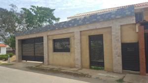 Townhouse En Venta En Ciudad Ojeda, Los Samanes, Venezuela, VE RAH: 17-6824