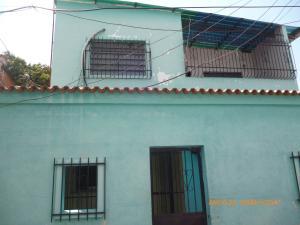 Casa En Venta En Maracay, 23 De Enero, Venezuela, VE RAH: 17-6827