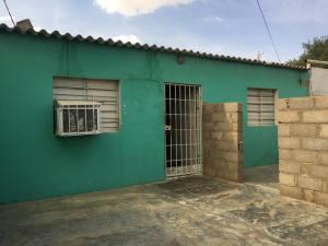 Casa En Venta En Punto Fijo, Antiguo Aeropuerto, Venezuela, VE RAH: 17-6921