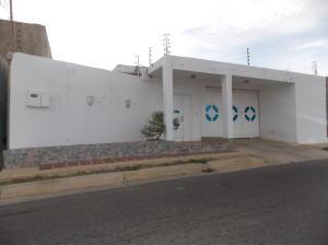 Casa En Venta En Punto Fijo, Puerta Maraven, Venezuela, VE RAH: 17-6949