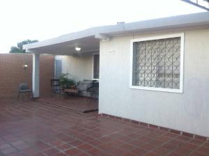 Casa En Venta En Maracaibo, La Rotaria, Venezuela, VE RAH: 17-6954
