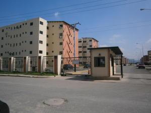 Apartamento En Venta En Municipio Los Guayos, Paraparal, Venezuela, VE RAH: 17-7111