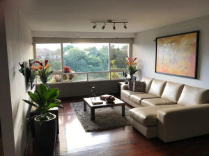 Apartamento En Venta En Caracas - Miranda Código FLEX: 17-7672 No.2