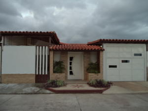 Casa En Venta En San Joaquin, San Bernardo, Venezuela, VE RAH: 17-7075