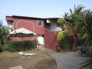 Apartamento En Venta En Municipio Antolin Del Campo Paraguachi, El Manantial De Guayamuri, Venezuela, VE RAH: 17-7059