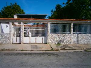Casa En Venta En San Joaquin, Villas Del Centro, Venezuela, VE RAH: 17-7167
