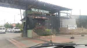 Casa En Venta En Maracay, Los Samanes, Venezuela, VE RAH: 17-6966