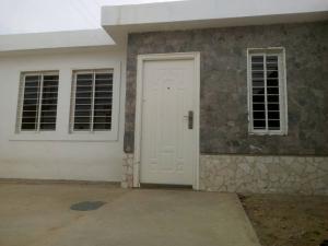 Casa En Venta En Punto Fijo, Pedro Manuel Arcaya, Venezuela, VE RAH: 17-7168