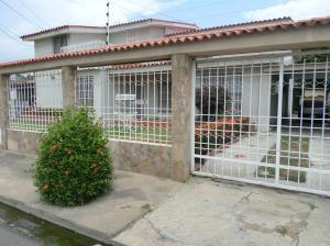 Casa En Venta En Barcelona, Urdaneta, Venezuela, VE RAH: 17-7246