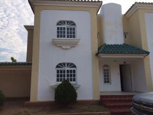 Townhouse En Alquiler En Maracaibo, Avenida Delicias Norte, Venezuela, VE RAH: 17-7221