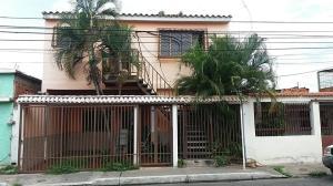 Casa En Venta En Maracay, Los Olivos Nuevos, Venezuela, VE RAH: 17-7231