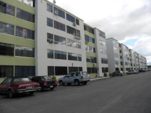 Apartamento En Venta En Municipio Los Guayos, Paraparal, Venezuela, VE RAH: 17-7234